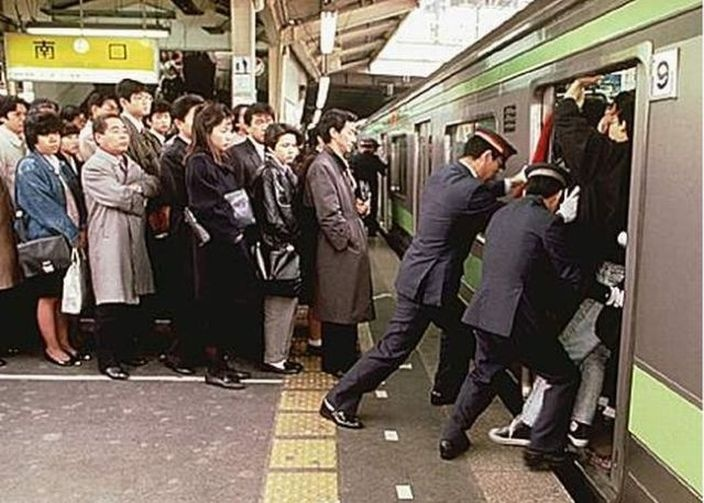 foto-pristavanie-v-yaponskom-metro-video